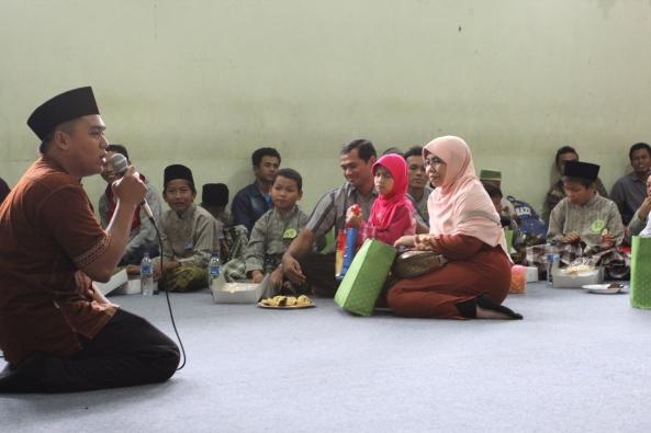 Salah satu alumni SMAN1SDA, Mas Agung, mengisi acara